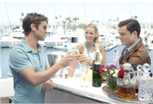 chuck, Serena y Dan brindan en la quinta temporada