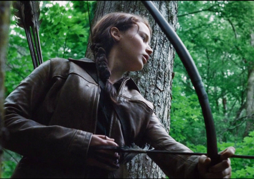 Los Juegos del Hambre, Katniss caza